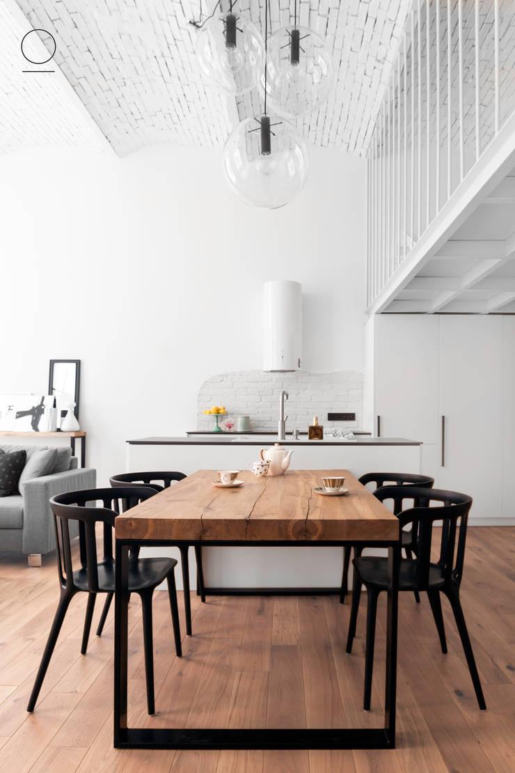 Loft w Łodzi : styl , w kategorii Jadalnia zaprojektowany przez OIKOI