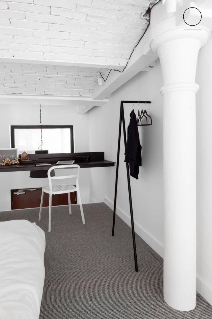 Loft w Łodzi : styl , w kategorii Domowe biuro i gabinet zaprojektowany przez OIKOI