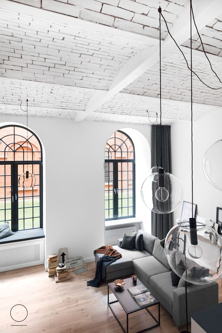 Loft w Łodzi : styl , w kategorii Salon zaprojektowany przez OIKOI