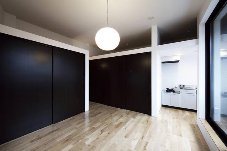 house in ayase: 株式会社廣田悟建築設計事務所が手掛けた和室です。,