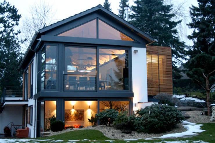 haus v: moderne Häuser von hicker architekten