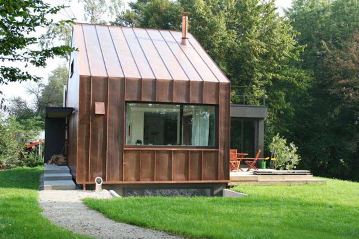 Casas de estilo  por hicker architekten