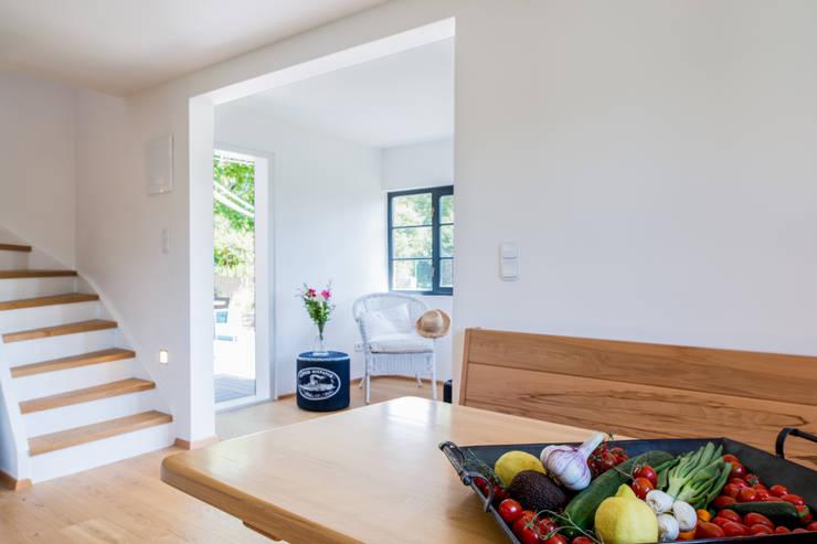 Wohnen im Sommerhause:  Esszimmer von UNA plant