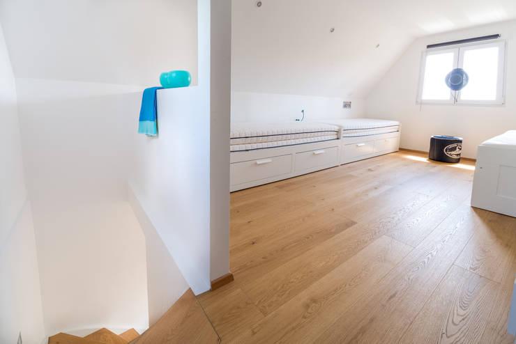 Wohnen im Sommerhause:  Schlafzimmer von UNA plant