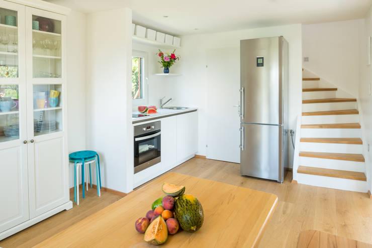 Wohnen im Sommerhause:  Küche von UNA plant