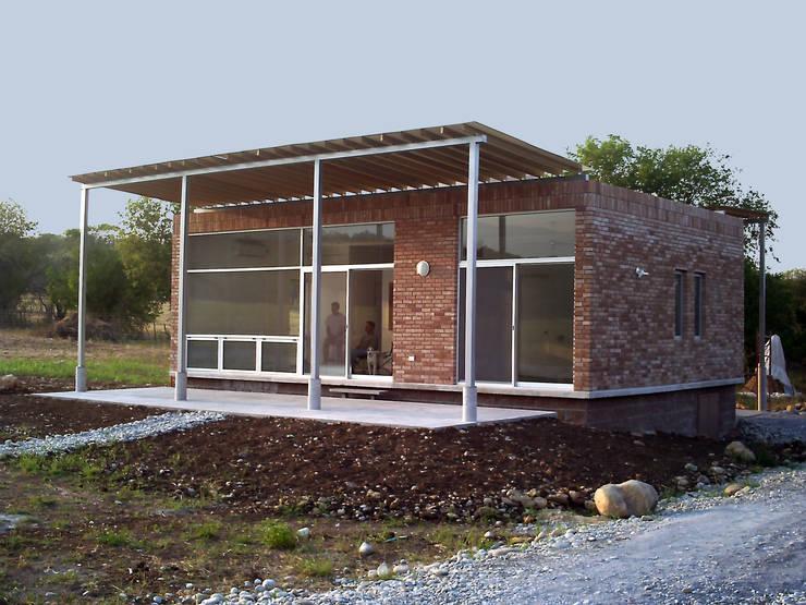 La Cassina: Casas de estilo  por Moya-Arquitectos