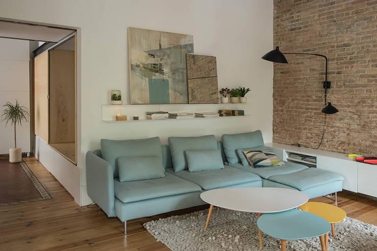 Salas / recibidores de estilo moderno por degoma