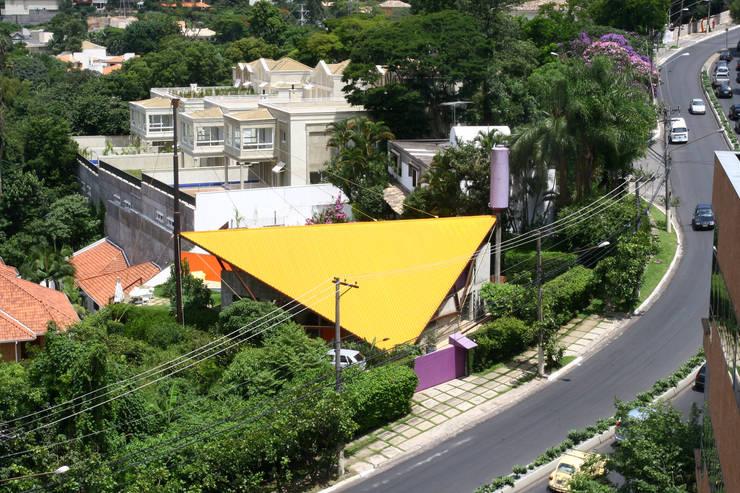 Vista aérea: Casas modernas por Carlos Bratke Arquiteto