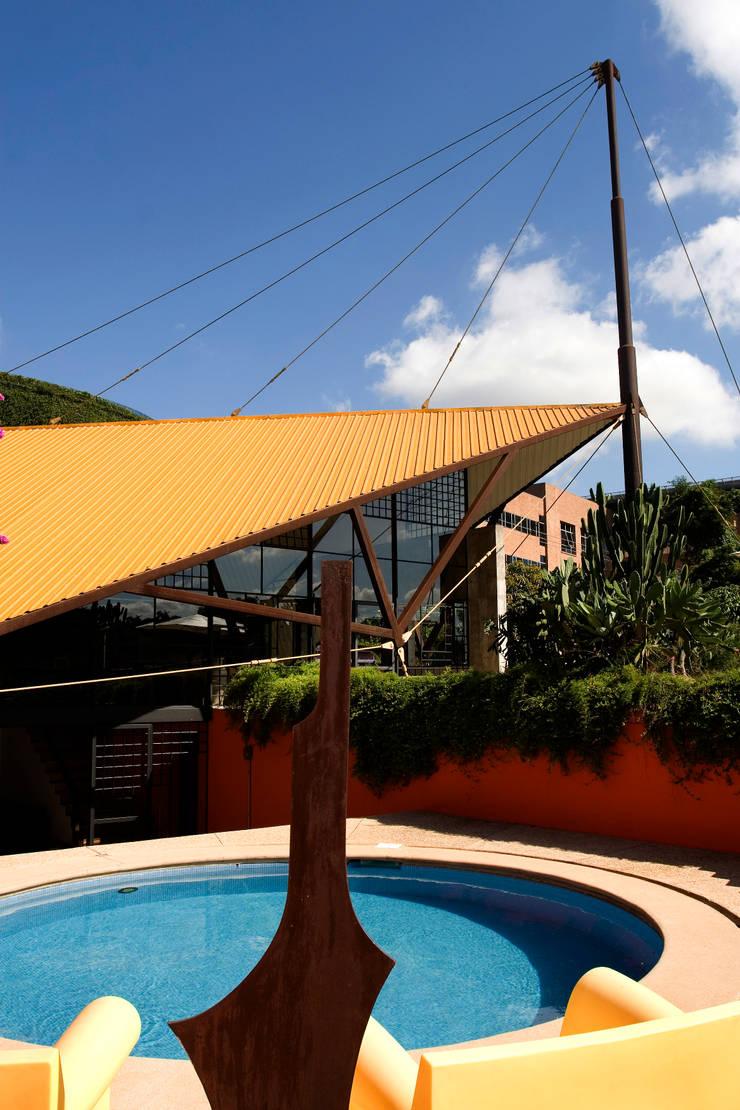Vista da Piscina: Piscinas modernas por Carlos Bratke Arquiteto