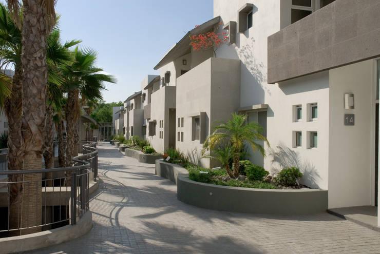 Conjunto las Callejas: Casas de estilo  por Moya-Arquitectos