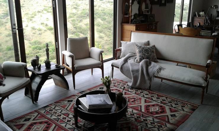 Sala 2: Salas de estilo  por Bianco  Diseño