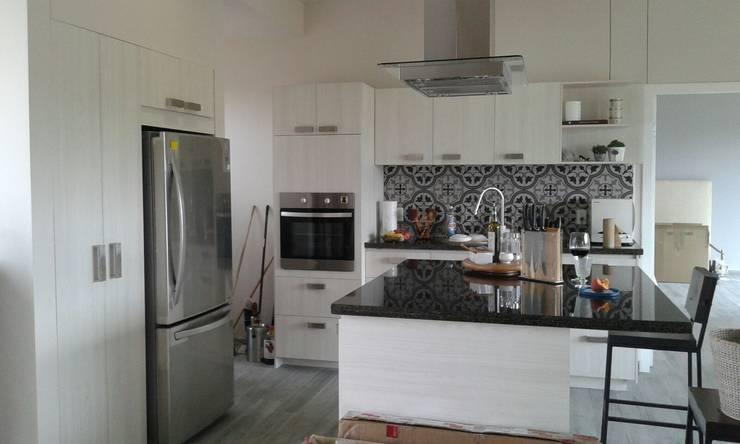 مطبخ تنفيذ Bianco  Diseño