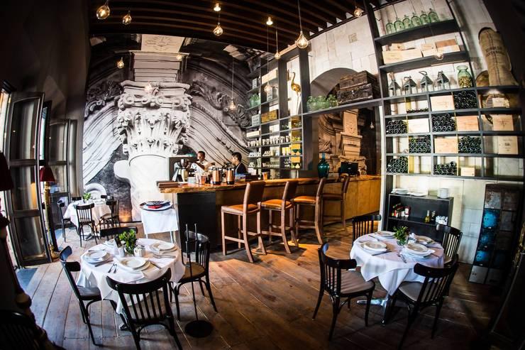 Barra en Bistró: Comedores de estilo  por MADRE VETA