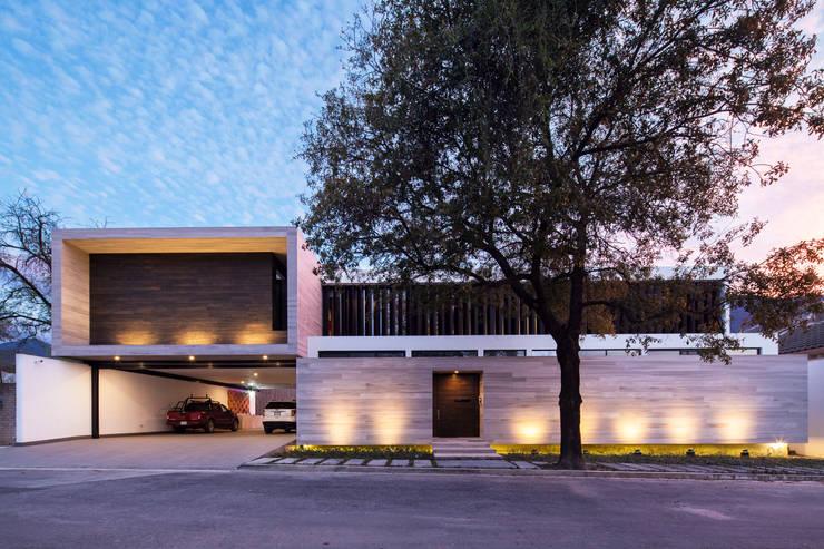 Fachada Norte: Casas de estilo  por WRKSHP arquitectura/urbanismo