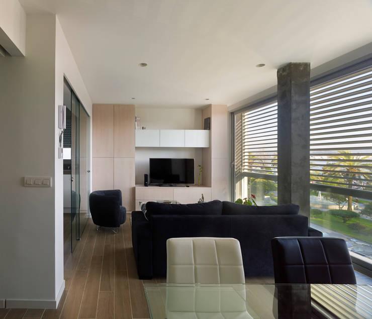 rehabilitación integral en Cangas: Salones de estilo  de rodríguez + pintos   arquitectos