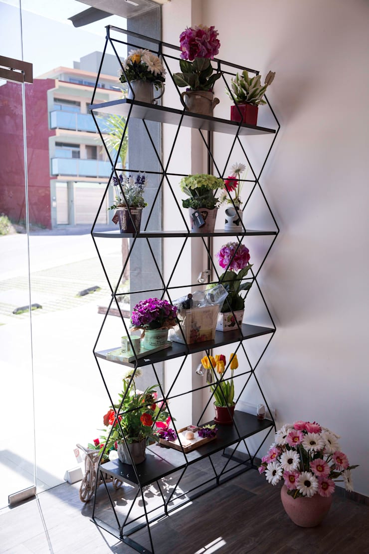 Florería Lantana: Oficinas y tiendas de estilo  por Taller La Semilla