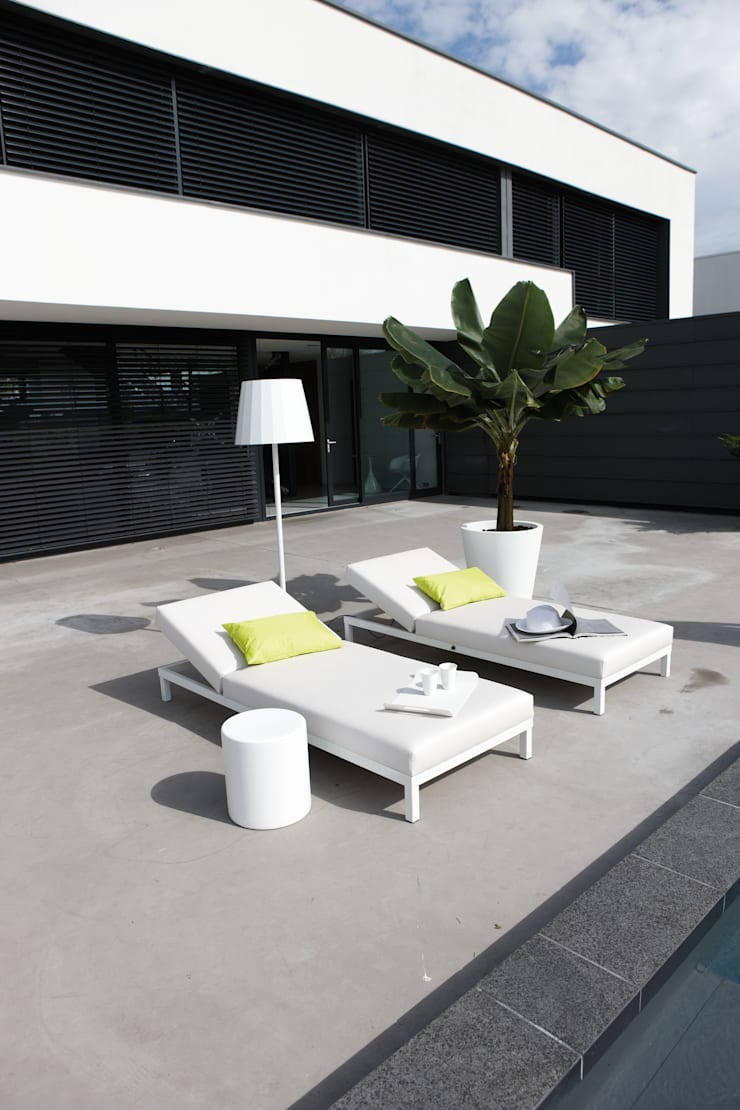 PURE STRAIGHT  WHITE: Jardín de estilo  por Elho México