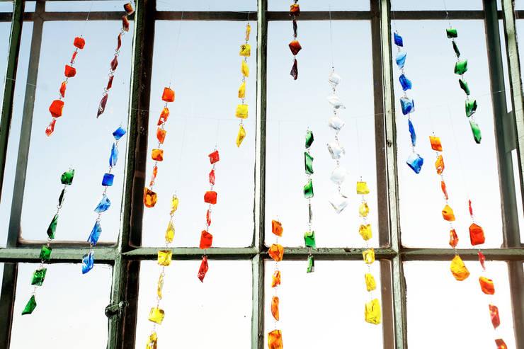 Glasbrockenkette:  Fenster & Tür von GlasKunstStudio
