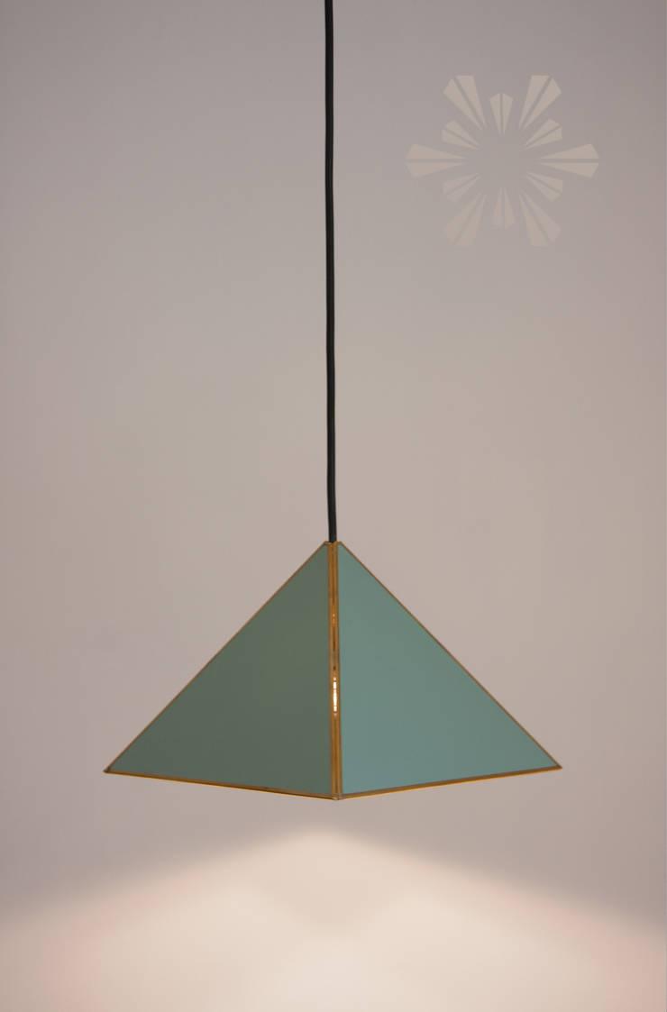 Pirámide colgante: Cocina de estilo  por Candela*