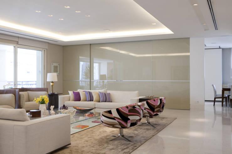 Apartamento Higienópolis 2: Salas de estar  por Marcelo Rosset Arquitetura