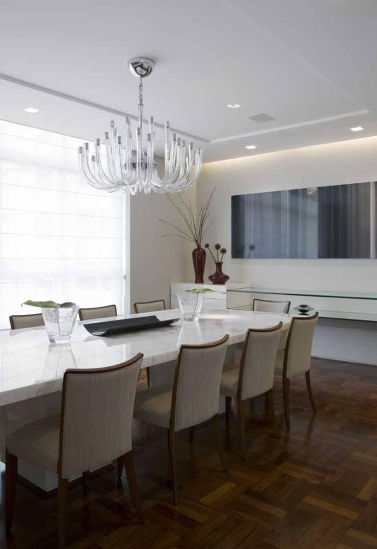 Apartamento Higienópolis 3: Salas de jantar  por Marcelo Rosset Arquitetura,Moderno