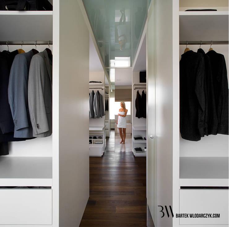 Walk in closets de estilo minimalista de Bartek Włodarczyk Architekt Minimalista