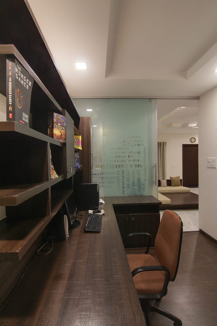 study area:  Study/office by KREATIVE HOUSE