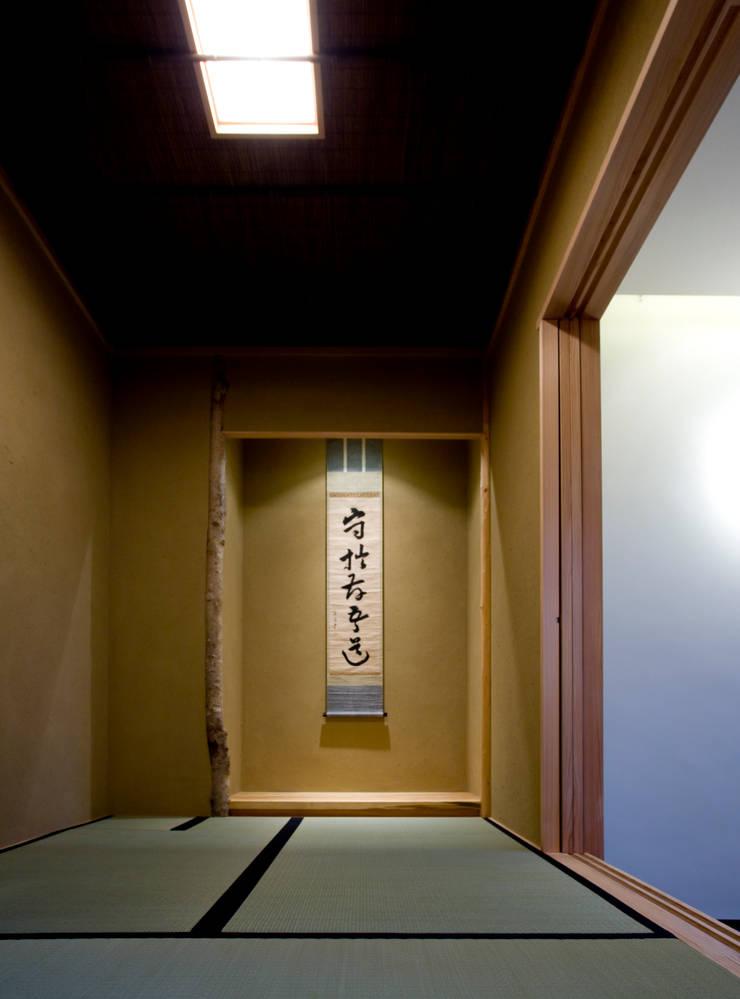 saijo house: 髙岡建築研究室が手掛けた和室です。