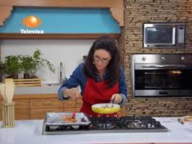 FACHALETA EN PROGRAMA DE TELEVISA: Cocinas de estilo  por ENFOQUE CONSTRUCTIVO