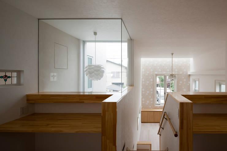 ハーレーのある住宅: TTAA/ 高木達之建築設計事務所が手掛けた和室です。
