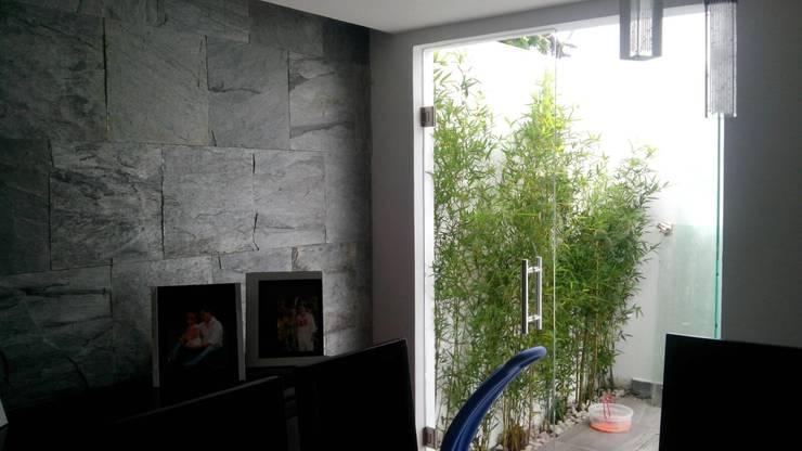 Jardineras casa zamora: Balcones y terrazas de estilo  por Bamboo design & garden
