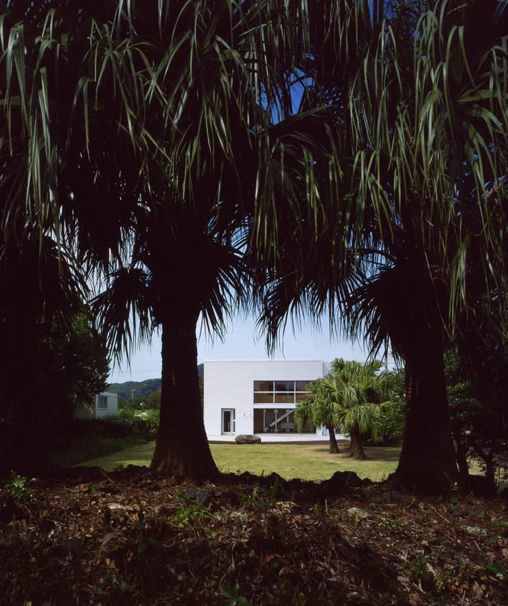 南側全景: Guen BERTHEAU-SUZUKI  Co.,Ltd.が手掛けた家です。,