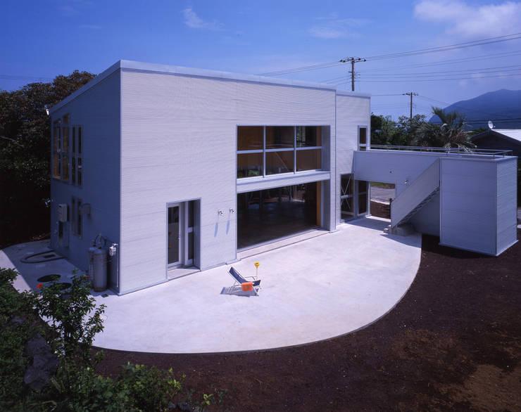 南西外観: Guen BERTHEAU-SUZUKI  Co.,Ltd.が手掛けた家です。,