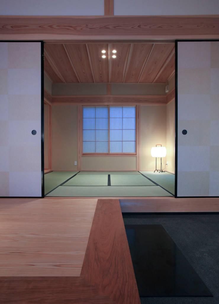 higashinagato house: 髙岡建築研究室が手掛けた廊下 & 玄関です。