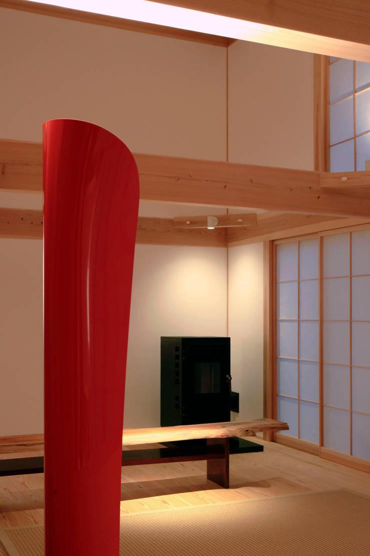 higashinagato house: 髙岡建築研究室が手掛けたリビングです。