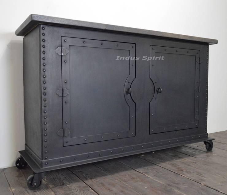 buffet industriel rivet m tal et bois par indus spirit. Black Bedroom Furniture Sets. Home Design Ideas