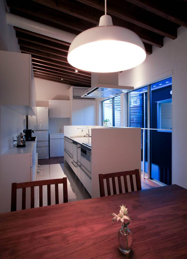 higashino house: 髙岡建築研究室が手掛けたキッチンです。