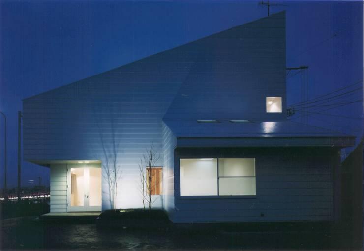 Casas de estilo  de 株式会社 高井義和建築設計事務所, Moderno Madera Acabado en madera