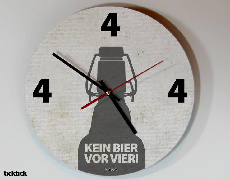 ticktick | Design Wanduhr | Vier Uhr:  Flur, Diele & Treppenhaus von heyhey