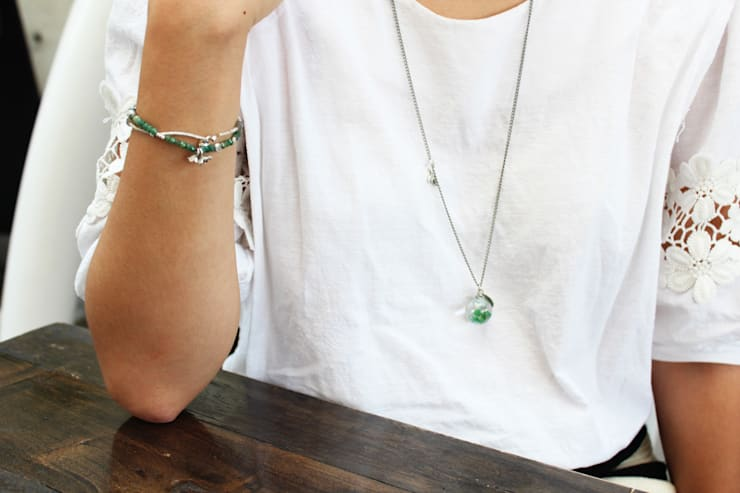 Luvin Waterball Accessoryㅡ1. Necklace: luvinball의  가정 용품