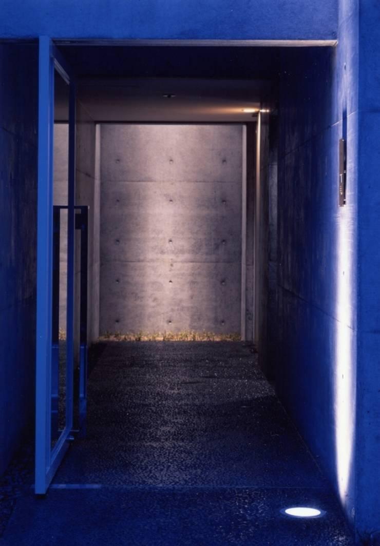 Casas estilo moderno: ideas, arquitectura e imágenes de 髙岡建築研究室 Moderno