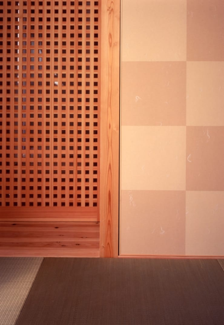 Livings de estilo moderno de 髙岡建築研究室 Moderno