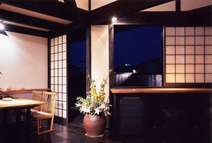 misawa house: 髙岡建築研究室が手掛けたリビングです。