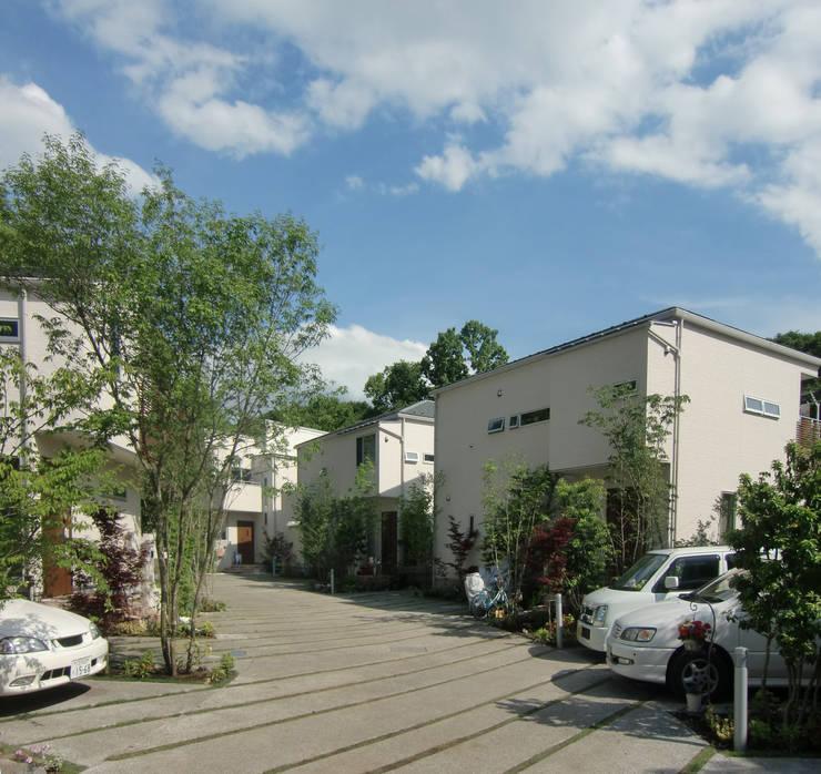 はちおうじこまち 街路: 有限会社アイエスティーアーキテクツが手掛けた家です。