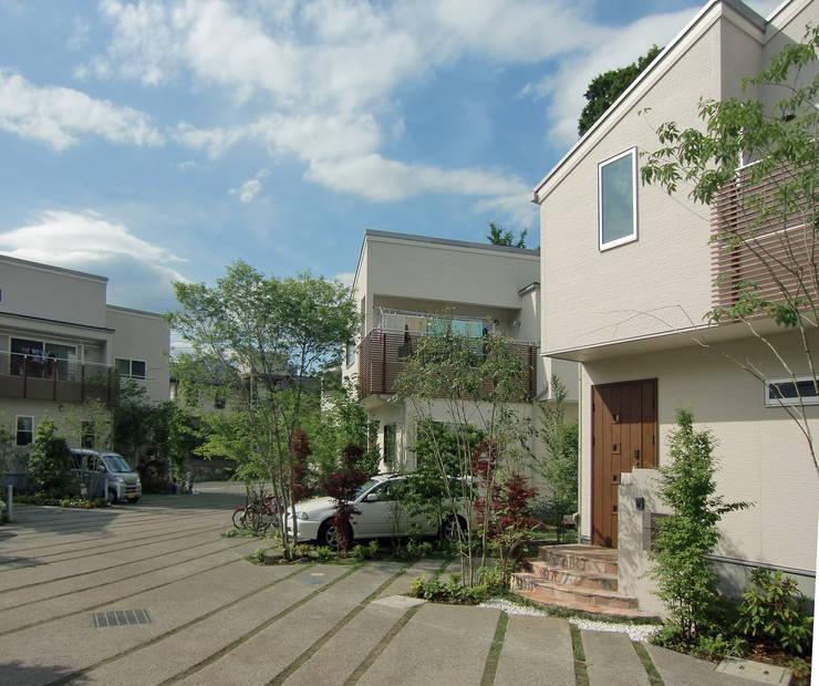 はちおうじこまち 住宅エントランス: 有限会社アイエスティーアーキテクツが手掛けた家です。
