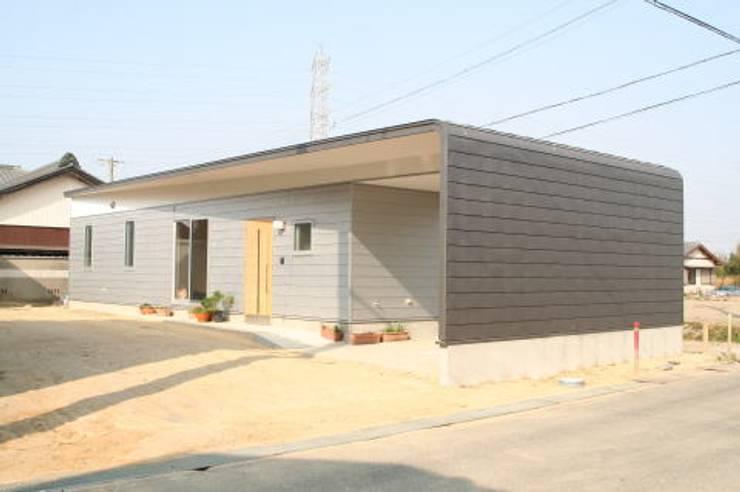M house: studio modernoが手掛けた家です。