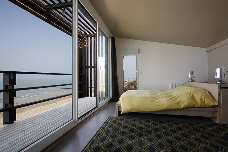 Bedroom by Natacha Goudchaux Architecte d'interieur