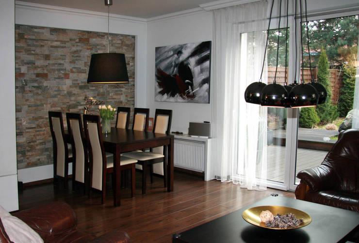 Wnętrza domu jednorodzinnego : styl , w kategorii Jadalnia zaprojektowany przez ER DESIGN