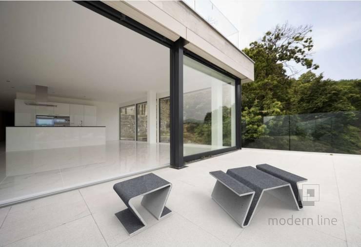 Stolik Focus: styl , w kategorii Balkon, weranda i taras zaprojektowany przez Modern Line