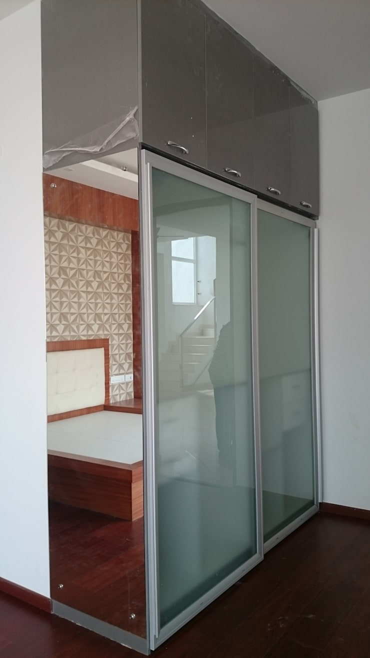 Sterling Villa Grande, White Field:  Bedroom by Arka Interio